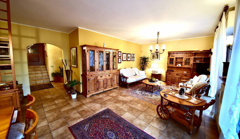 Villa plurifamiliare via Pietro Mascagni, Casnate con Bernate